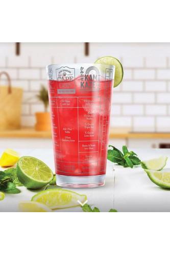 Szklanka z przepisami do drinków